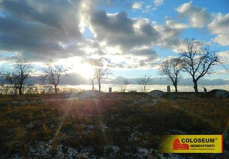 Prodej pozemku v lokalitě Malešovice, okres Brno-venkov - obrázek č. 1
