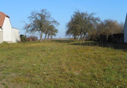 Prodej pozemku v lokalitě Vysoké Popovice, okres Brno-venkov - obrázek č. 1