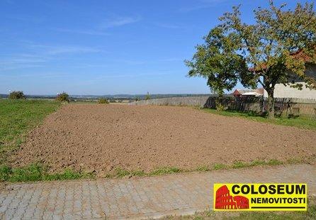 Prodej pozemku v lokalitě Mohelno, okres Třebíč - obrázek č. 1