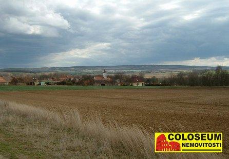 Prodej pozemku v lokalitě Rybníky, okres Znojmo - obrázek č. 1