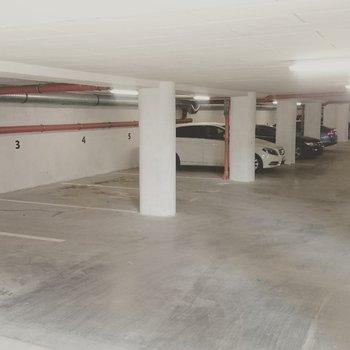 K PRONÁJMU | Garážové stání - podzemní parking| Residence Dvořákova