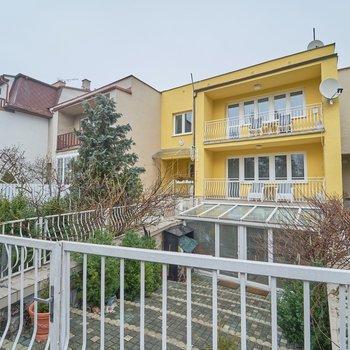 Prodej rodinného řádového domu na ulici Čapková | Mariánské Lázně - Hamrníky