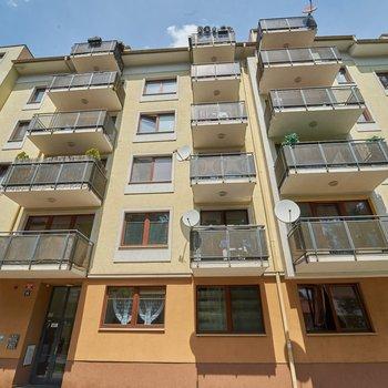 Prodej krásného mezonetového bytu (3+kk/B/G) v novostavbě, ul. Na Neklance, Praha 5