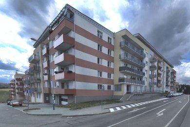 Pronájem zařízeného bytu 2+kk s garážovým stáním v domě, sídliště Kamechy