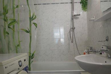 Pronájem zařízeného bytu 3+1 na sídlišti Vinohrady, Ev.č.: DR2B 31608R