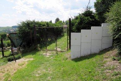 Prodej dřevěné chaty 17m², pronajatý pozemek 511m² , ul. Marie Pujmanové Stochov, Ev.č.: 00022