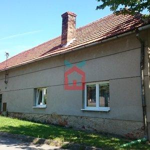 ZLEVNĚNO - Rodinný dům 547m2 a zahrdaou 777m² - Určice