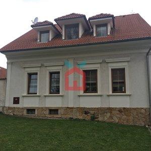 Prodej, Rodinné domy 5+1, 210m² se zahradou - Družec, 33 min. z centra Prahy