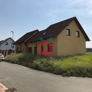 Prodej, Rodinné domy + pozemek - samostatná 1/2 dvojdomku  536m² + stav. pozemek 260m²