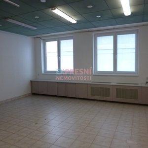 Pronájem, kancelář, salon, 34m² , budova pošty Máj- České Budějovice 2