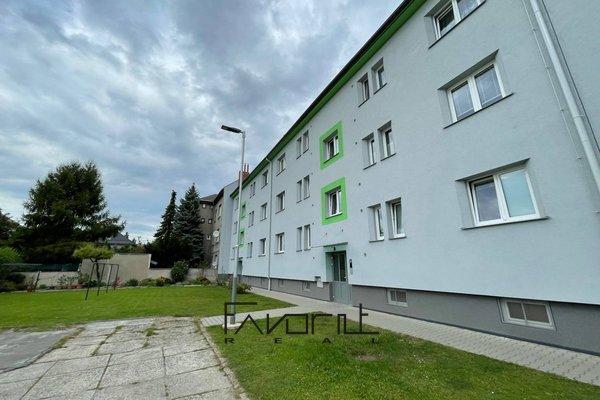 Prodej velkometrážního bytu 2+1 s balkónem, cihlová zástavba, 2NP/3NP, 60m2, na ul. náměstí Gen. Svobody, Ostrava - Zábřeh