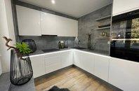 Nabízíme prodej bytu 3+1 s lodžií a klimatizací, po kompletní rekonstrukci, 1NP/4NP, 80m2, na ul. Jana Ziky, Ostrava - Poruba