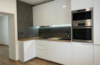 Nabízíme k pronájmu byt 2+1, v cihlové zástavbě, po kompletní rekonstrukci, 1NP/2NP, 53m2, na ul. Svatoplukova, Ostrava - Zábřeh
