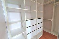 šatní skříň v pokoj