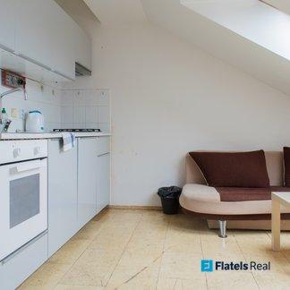 Pronájem podkrovního bytu 1+1, 55m² - Praha 2 - Vinohradská
