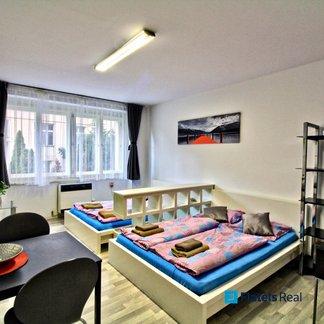 Pronájem bytu 1+kk, 29m² - Praha - Vršovice (Košická)