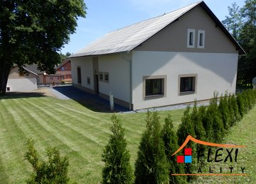Prodej komerčního domu s obchodním prostorem a bytovou jednotkou 3+kk, Bruzovice