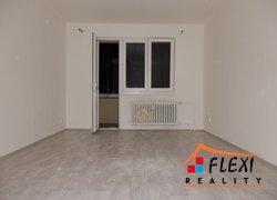 Pronájem dr.bytu 2+1 se zasklenou lodžii a sklepem, 55 m2, ul Březová, Karviná