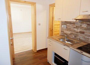 Pronájem rekonstruovaného bytu 1+kk, 30 m² Čeladná
