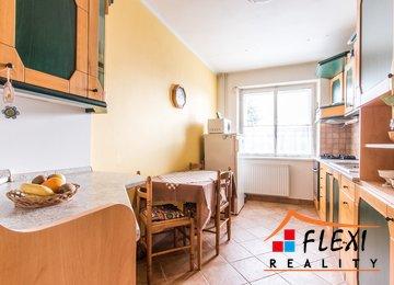 Prodej rodinného domu 5+1 s garáží, 180 m2 užitné plochy, pozemek 961 m2, obec Staříč