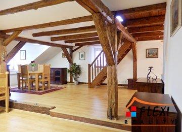 Exklusivní podnájem podkrovního mezonetového apartmánu 3+kk, 160 m2, v historické části obce Štramberk, s parkovacím stáním