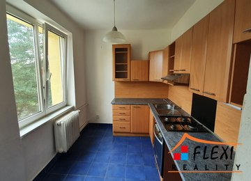 Pronájem rekonstruovaného bytu 2+1, 52 m² + lodžie ul. Einsteinova, Karviná - Hranice