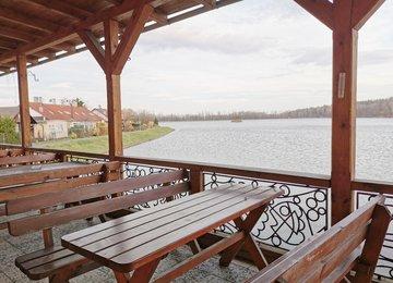 Pronájem prosperující restaurace  s venkovním posezením na terase,  Baška