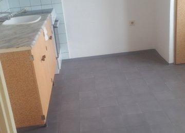 Podnájem bytu 1+1, 45m² s balkónem na ul.Ahepjukova v Ostravě-Fifejdách
