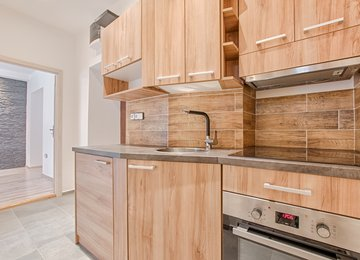Pronájem bytu 2+1, 42m² - Český Těšín, ul. Nádražní