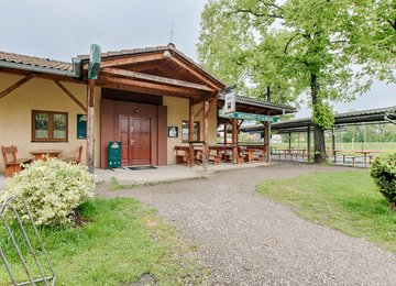 Prodej prosperující restaurace U splavu s venkovním posezením a sportovním hřištěm,  Frýdek-Místek