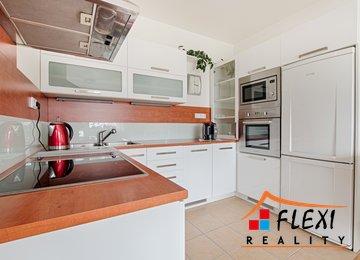 Pronájem bytu s prostorným balkónem a vlastním parkováním, 54 m2, ul. Krnovská, Opava