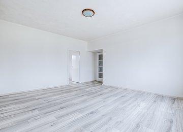 Pronájem prostorného bytu 3+1 s dvěmi lodžiemi, 78m2, Ostrava - Přívoz, ul. Muglinovská