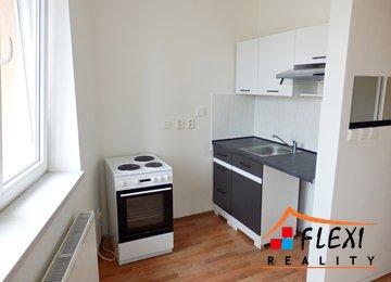 Pronájem bytu 1+kk se šatnou, 32 m², ul. Sadová, Frýdek-Místek