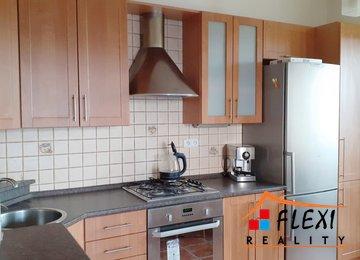 Pronájem bytu 3+1, 75m² se 2 lodžiemi a komorou na ul. Karasova, Ostrava-Mariánské Hory