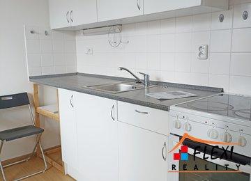 Pronájem, zrekonstruovaného bytu s lednicí a pračkou, 48 m², ulice Roháčova, Ostrava