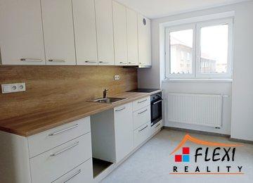 Pronájem bytu po rekontrukci 2+1, 55m² s balkonem a zahradou na ul. Na Vyhlídce - Vratimov