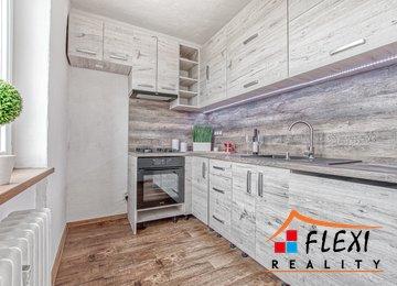 Pronájem rekonstruovaného bytu s velkou lodžií 2+1, 61m², Ul. Oty Synka, Ostrava - Poruba