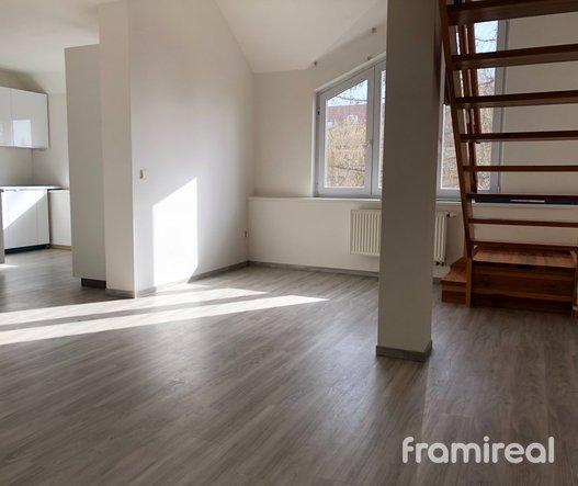 Pronájem bytu 3+kk, 70m² - Kuřim, ul. Školní