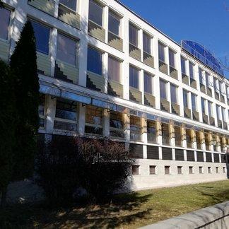 EXKLUZIVITA - Prenájom kancelárii v centre mesta Levice