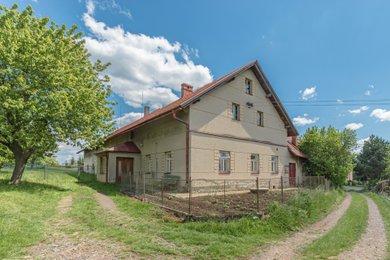 Prodej hospodářského stavení s velkým přilehlým pozemkem (15.000 m2) určeným k výstavbě v Žichlínku u Lanškrouna., Ev.č.: 2020015