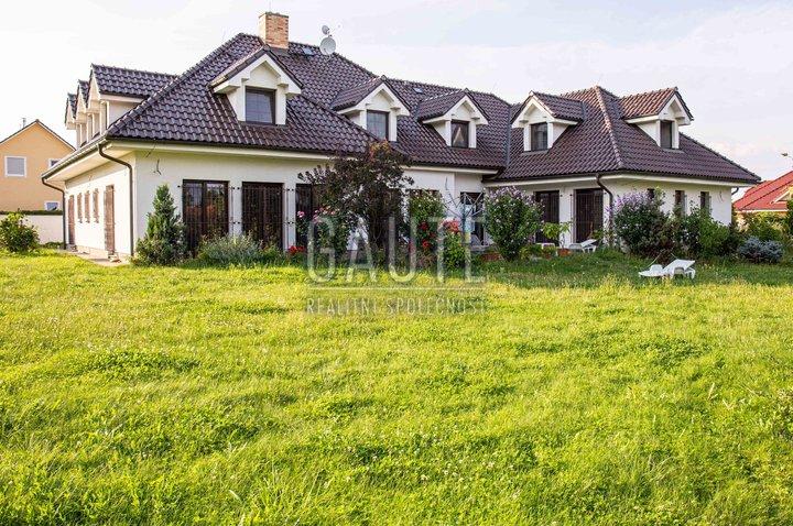 Prodej, Rodinné domy, 495m²