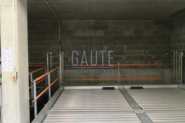 Pronájem, Garážové stání, 12m²