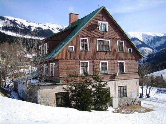 Objekt bývalé základní školy s ubytováním, Špindlerův Mlýn, pozemek 877 m2