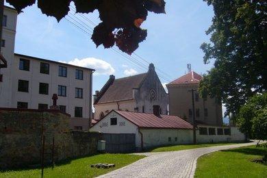 Škola, internát a dílny (4.261 m2) s pozemky 3.429 m2, Vidnava, Ev.č.: DDO011219