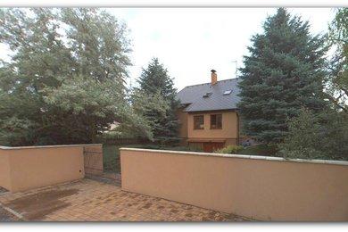 Zrekonstruovaný rodinný dům 5+1 s garáží a pozemky o výměře 1.037 m2- Mělník, Ev.č.: CSDD3217G