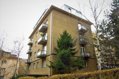 Byt 2 + 1 (77,6 m²) se sklepem a podílem na pozemcích okolo domu, Praha 5 – Smíchov (Malvazinky), K Vodojemu 208/7, Ev.č.: P5120801G