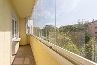 Byt 2 + 1 (61 m²) s velkým zaskleným balkonem a sklepní kójí, Praha 5 – Košíře, Plzeňská 947/129b, Ev.č.: P5594710G