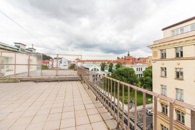 terasa s výhledem na nám. 14. října