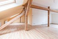 obývací pokoj - pohled ke dveřím