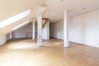 Obývací pokoj - pohled ke vstupu